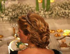 The Modern Fringe Tiara. https://se.pinterest.com/lovebooksabove/the-modern-fringe-tiara/