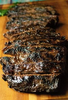 Soy Marinated Broiled Flank Steak is a tender broiled flank steak perfectly seasoned by an overnight flank steak soy sauce marinade. Easily cooked in your oven, this Soy Marinated Broiled Flank Steak is tender on the inside and perfectly seared on the outside. Perfect! #flanksteak#flanksteakrecipes #flanksteakmarinade#flanksteakoven #flanksteakovenbroiled#flanksteakcastiron #flanksteakeasy#flanksteakoveneasy Balsamic Flank Steak, Flank Steak Tacos, Steak In Oven, Marinated Flank Steak, Skirt Steak Recipes, Flank Steak Recipes, Oven Recipes, Meat Recipes, Amigurumi