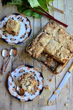 Baking Treats for Britain: Rhubarb Crumble Tray-Bake Cake Rhubarb Crumble, Crumble Topping, No Bake Treats, Yummy Treats, Sticky Pudding, British Pudding, Cake Stall, English Food, English Recipes