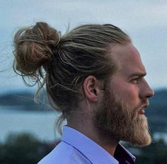 Official website for the Man Bun hairstyle. Includes the manbun, top knot, ponybun, long hair and other long hairstyles for men. Oh, and lots of pictures too.