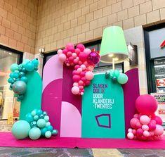 "Yᴏᴜʀ Bᴀʟʟᴏᴏɴs ➪ Eᴠᴇɴᴛsᴛʏʟɪɴɢ op Instagram: ""𝙲𝚘𝚕𝚘𝚛 𝚌𝚘𝚖𝚋𝚘 𝚘𝚗 𝚙𝚘𝚒𝚗𝚝 ✔️ #birthday #birthdaygirl #eventstyling #birthdaypartyideas #partydesigner #eventplanner #ballonnenboog…"" Girl Birthday, Birthday Parties, Event Styling, Color Combos, Balloons, Instagram, Anniversary Parties, Globes, Color Combinations"