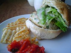 Chicken Burgers with Baked Potatoes Beet Burger, Burger And Fries, Burger Buns, Good Burger, Salmon Burgers, Baked Potato Recipes, Baked Potatoes, Chicken Recipes, Ground Chicken Burgers