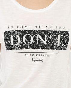 Camiseta con mensaje marfil