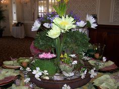 Such a whimsical centerpiece !