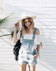 Most Beautiful Boho Chic Women's Coachella Festival Outfits Collection Ideas Coachella Festival, Festival Outfits, Festival Fashion, Casual Festival Outfit, Coachella 2018, Oversized Sweater Outfit, Jumper Outfit, Style Outfits, Rave Outfits