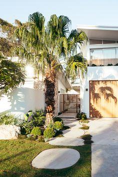 House Siding, Facade House, House Facades, Kyal And Kara, Hampton Garden, Small Beach Houses, Mediterranean Garden, English House, House Landscape