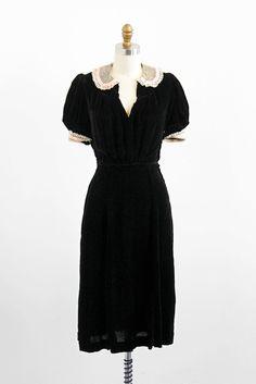 vintage dress / dress / Black Silk Velvet Dress with Lace Peter Pan Collar robe vintage de 1930s Fashion, Vintage Fashion, Victorian Fashion, Vintage Dresses, Vintage Outfits, Vintage Hats, Vintage Costumes, Vintage Clothing, 1930s Dress