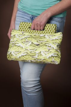Coraline Clutch | The best sewing patterns for women, girls, toys and more. Go To Patterns & Co.