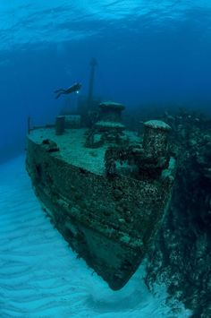 30 incredible and tragically beautiful images of the world's most haunting shipwrecks www.flowcheck.es Taller de equipos de buceo #buceo #scuba #dive