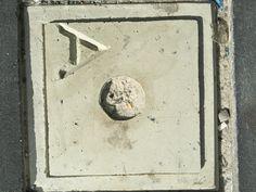 Dit is een steen met een punt in het midden.