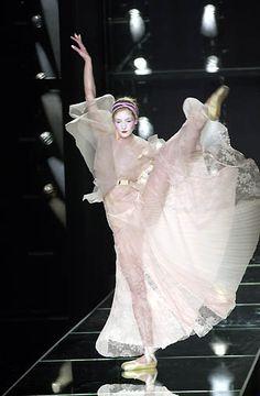 2000 - Galliano 4 Dior Couture show -