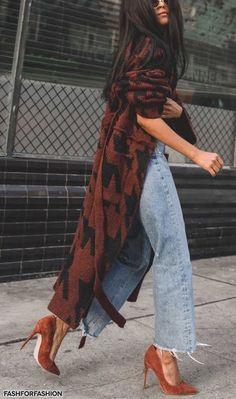 Casaco lindo😍😍 Women's Heels, Thigh High Boots Heels, Knee Boots, Heeled Boots, Denim Heels, Street Style Shoes, Street Outfit, Street Style Women, Street Style Trends