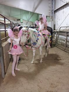 Horse costume Cowgirl fairies with painted pony Horse Girl, Horse Love, Horse Costumes, Fairy Costumes, Horse Adventure, Horse Paddock, Best Halloween Costumes Ever, Painted Pony, Horse Crafts