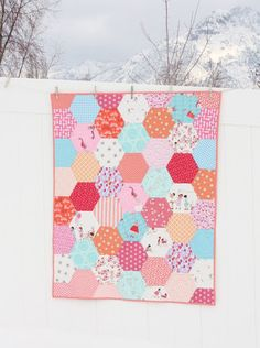 Diary of a Quilter - a quilt blog: Hexagon Baby Quilt with Sarah Jane fabrics