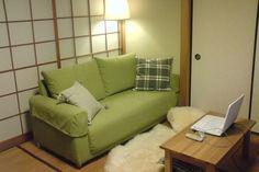 優しいグリーンが和室に馴染みました。 優しいグリーンが思った以上に和室にしっくり…で待った甲斐がありました。  とても気にいってます。狭い間口で心配でしたが、丁寧に搬入していただけて感謝です。 ソファライフフォト | NO.96 愛知県 H様邸 |ソファ専門店FLANNEL SOFA