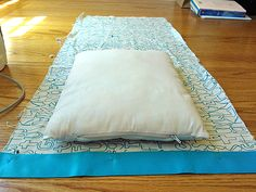 How to make a toddler pillow case : EASY! How to make a toddler pillow case EASY! How to make a toddler pillow case… Toddler Pillowcase, Pillowcase Pattern, Baby Sewing Projects, Sewing Projects For Beginners, Sewing Tutorials, Sewing Ideas, Sewing Crafts, Craft Projects, Small Pillows