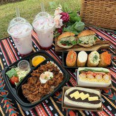 ❣︎ ❣︎ ♡ k i m ♡ ✌︎ ✌︎ 」 Source by juleburst Picnic Date Food, Beach Picnic Foods, Picnic Ideas, Summer Picnic, Brunch Ideas, Breakfast Ideas, Comida Picnic, Good Food, Yummy Food