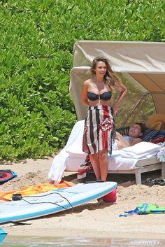 Jessica Alba Pregnant at the Beach in Hawaii July 2017   POPSUGAR Celebrity