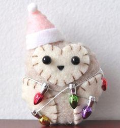 Felt owl ornament.  So stinking cute!