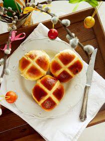 Candy's: Citromos-barackos hot cross bun Hot Cross Bun, Jambalaya, Flan, Cheddar, Waffles, Cupcake, Lime, Bread, Candy