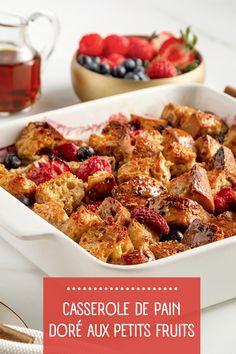 Le pain doré est un incontournable du brunch! On a donné une «twist» à la recette traditionnelle avec une casserole gourmande à souhait: pain doré, sirop d'érable, petits fruits, cannelle... Miam! Casserole, Brunch, Breakfast, Food, Cinnamon, Wish, Greedy People, Meal, Recipes