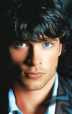 Tom Welling Blue eyed boy.... Nothing, NOTHING like blue eyes!!!