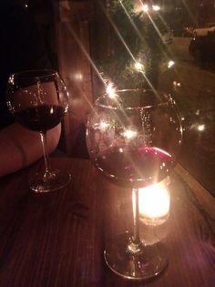 Foto Snap, Wine Pics, Rauch Fotografie, Wine Photography, Wine Gift Baskets, Sweet Wine, Types Of Wine, Night Aesthetic, Insta Photo Ideas