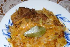 Retete Culinare - Varza cu costite de porc Hungarian Recipes, Romanian Recipes, Meat Steak, European Cuisine, Romanian Food, Lasagna, Lamb, Cabbage, Bacon