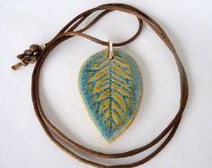 Colar folha em cerâmica e prata