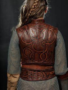 Lagertha Leather Armor viking women breastplate LARP and Viking Armor, Viking Dress, Fantasy Armor, Medieval Fantasy, Medieval Gown, Cosplay Armor, Cosplay Costumes, Pirate Costumes, Costume Lagertha