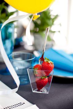 Amuse Bouce - sommardukning från Duni Cherry, Strawberry, Student, Fruit, Food, The Fruit, Meals, Prunus, Strawberries