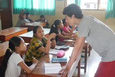 Our volunteer Eduardo explaining an exercise to his students. #vpbali #teaching #bethechange #english #inspire