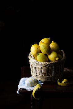 Lemons by Raquel Carmona Romero Food Photography Styling, Light Photography, Food Styling, Herbal Chicken Soup, Still Life Pictures, Lemon Head, Vegetables Photography, Fruits Photos, Key Food