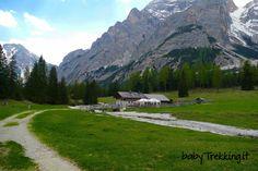 Una bellissima escursione, anche per bambini in passeggino, dal lago di Braies sino alla Malga Foresta, in Alta Pusteria, nelle Dolomiti dell'Alto Adige