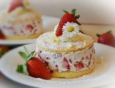 Törtchen mit Erdbeerjoghurtsahne