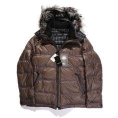 バーバリーブラックレーベルよりベスト付きのダウンジャケットをご紹介します。 インナーのベストは取り外し可能で様々なスタイルで着こなせる一着です。 詳細はこちら>http://bbl-shop.com/?pid=84566973
