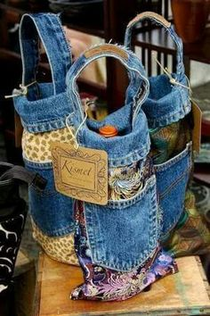 Popular I really like Jeans ! And much more I love to sew my own, personal Jeans. Next Jeans Sew Along I a Jean Crafts, Denim Crafts, Jeans Recycling, Diy Sac, Denim Ideas, Bottle Bag, Water Bottle, Old Jeans, Denim Bag