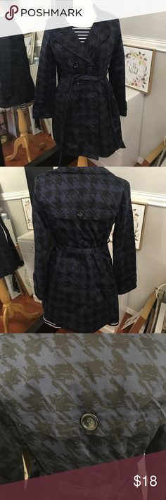 Forever 21 Trench Coat Great for fall and winter in great used condition Forever 21 Jackets & Coats Trench Coats