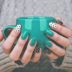 Nails Glamorous nails Nail designs Dots nails Gorgeous nails Dot nail art - Using a moisturizing body wash and putting on lotion all over your body will help prevent wrinkles and stay looking - Stylish Nails, Trendy Nails, Perfect Nails, Gorgeous Nails, Diy Nails, Cute Nails, Pin Up Nails, Dot Nail Art, Teal Nail Art
