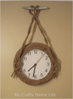 Creative DIY wall clock makes a great gift, and is also a fun way to add a functional and decorative item to your home. Take a look at these DIY wall clock ideas, which are a great addition for decorating your room. Decor Crafts, Diy Home Decor, Diy Clock, Clock Ideas, Decoration Bedroom, Decoration Christmas, Coastal Bedrooms, Old Clocks, Wood Burning Art
