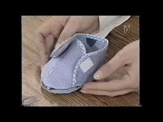 Puntos y Puntadas Baby shoes - liked the bias use - no pattern Baby Doll Shoes, Toddler Shoes, Soft Slippers, Baby Slippers, Felt Kids, Felt Baby, Baby Toms, Felt Shoes, Denim Shoes