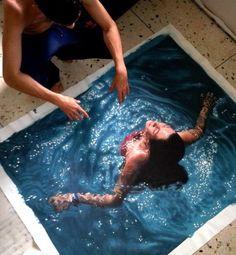 Parece uma mulher dando um mergulho. Mas se você olhar de perto, você ficará boquiaberto.