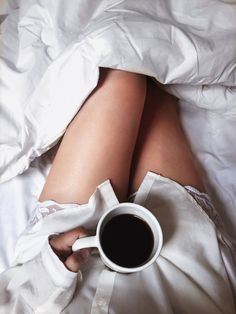 Ideas morning coffee photography cozy for 2020 Coffee In Bed, Coffee Girl, Coffee And Books, Coffee Love, Coffee Coffee, Morning Photography, Coffee Photography, Boudoir Photography, Café Sexy
