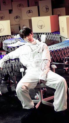 백현 | Baekhyun | EXO | Byun Baekhyun | Baekhyun X Loco | Young | Hyunee 'ㅅ' #exo #baekhyun #young Kaisoo, Exo Chanyeol, Chanbaek, Kyungsoo, K Pop, Baekhyun Wallpaper, Kim Minseok, Xiuchen, Exo Do