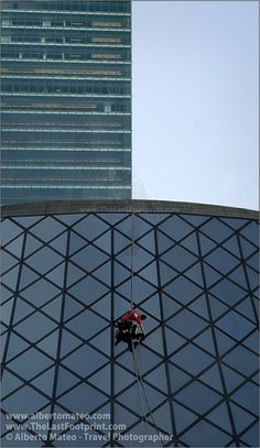 Window cleaner in the Roy Thomson Hall, Toronto, Ontario, Canada. Cityscape Photography by Alberto Mateo, Travel Photographer.