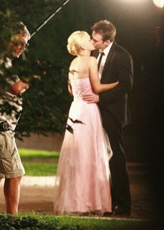 Chris Evans Photos Photos - Anna Faris and Chris Evans share a kiss while…