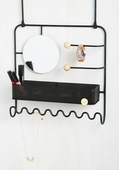 Primped Out Jewelry Organizer. Turns out the finishing touch to your decor - this over-the-door jewelry organizer - also lends a hand to making your chic ensembles all the more baller! Jewellery Storage, Jewelry Organization, Home Organization, Jewellery Box, Organisation Hacks, Key Jewelry, Jewelry Stand, Wooden Jewelry, Jewelry Holder
