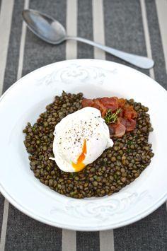 Zelená čočka a ztracené vejce Green Lentils, Poached Eggs, Food And Drink, Dishes, Ethnic Recipes, Fitness, Tablewares, Poached Egg, Dish