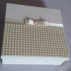 Caixa Personalizada Decorada Com Renda E Pérolas - R$ 107,90