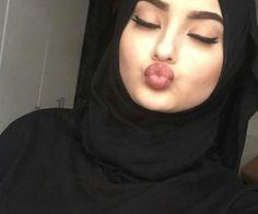 keep calm & wearing hijab. Arab Girls Hijab, Girl Hijab, Hijab Niqab, Mode Hijab, Girl Photo Poses, Girl Photos, Hijab Fashion, Girl Fashion, Arabic Wedding Dresses